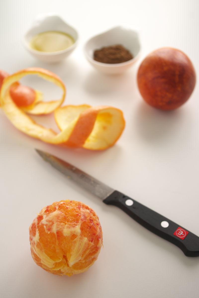 Cortando Naranja Sanguina con Aceite de Oliva Extra Virgen y 5 Especias Chinas
