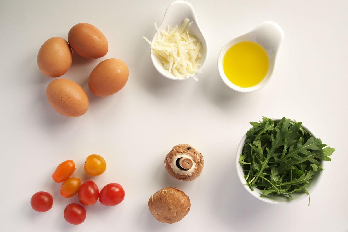Ingredientes para Tortilla Abierta de Champiñones, Tomates Cherry, Rúcula y Parmesano