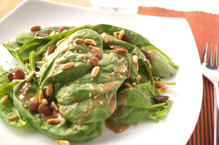 Ensalada de espinacas con tahini