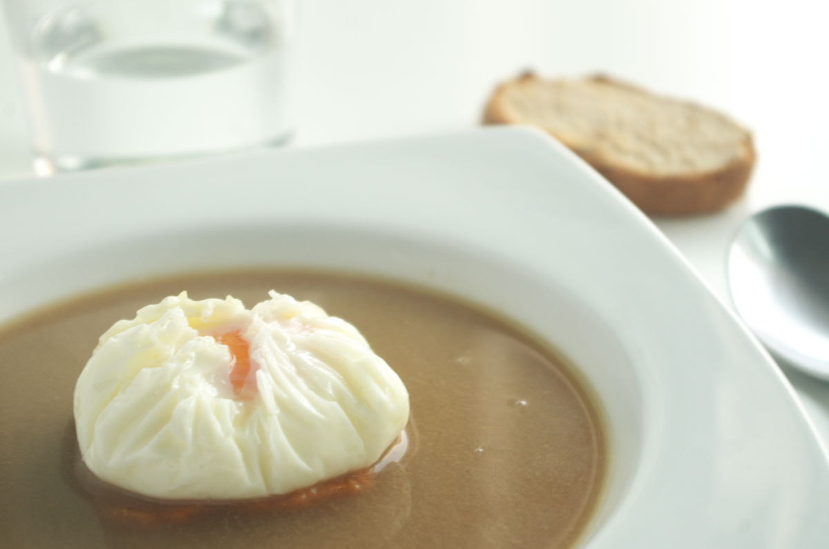 Sopa de Setas con Huevo sobre Boniato
