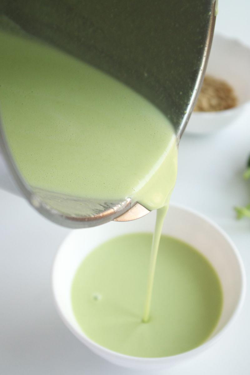Preparando salsa para Galets con Yogur, Guisantes y Pimentón