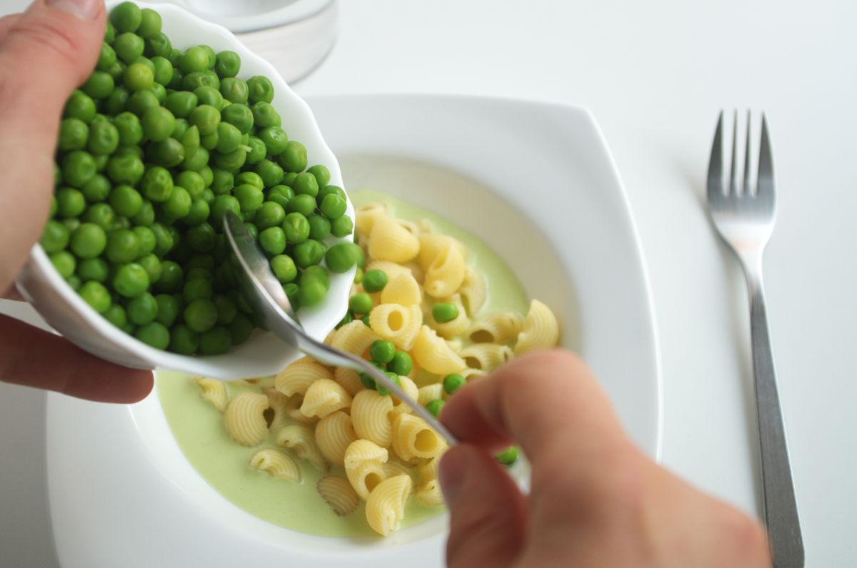 Preparando Galets con Yogur, Guisantes y Pimentón