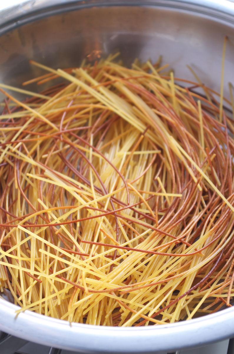 Tostando Espagueti con Gambas