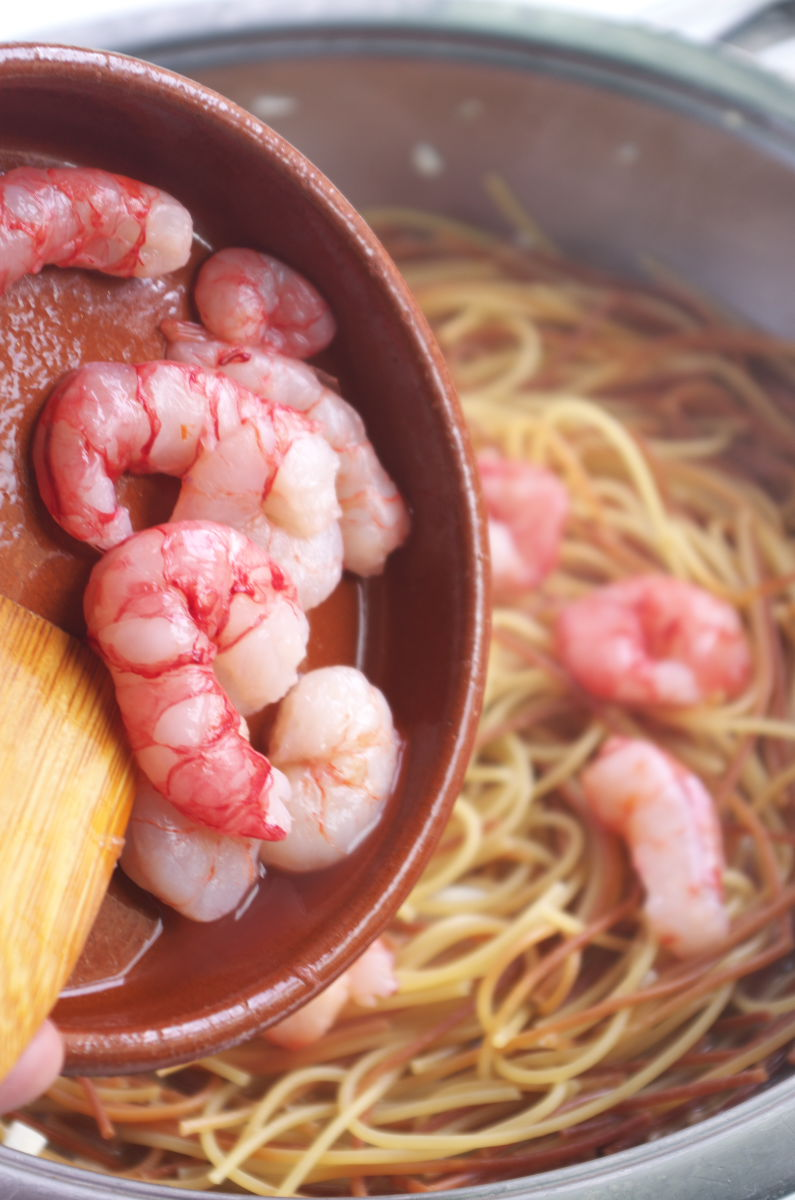 Añadiendo Gambas a Espagueti con Gambas