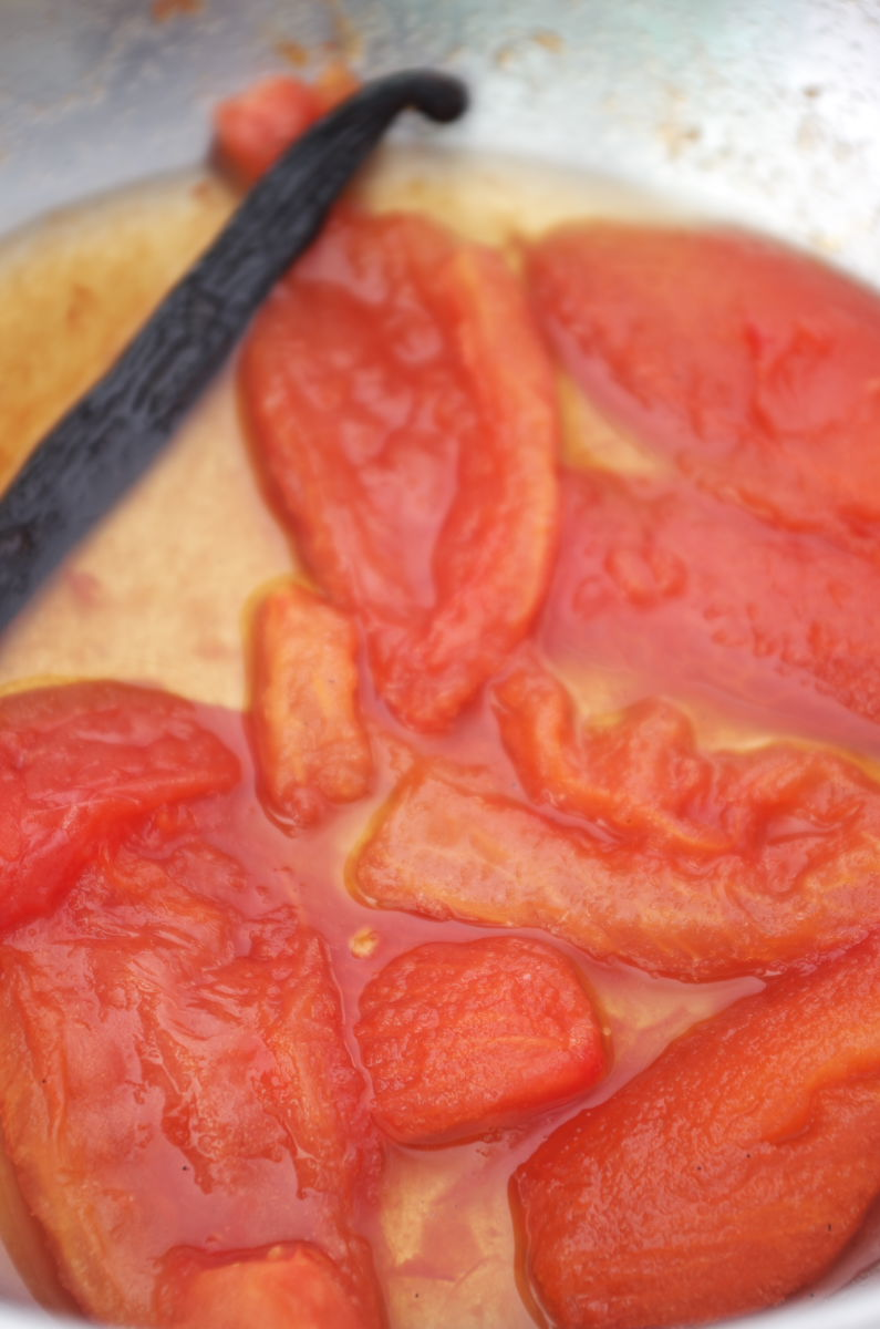 Caramelizando Tomates con Miel y Vainilla para Pescado a la Veracruzana estilo Enrique Olvera