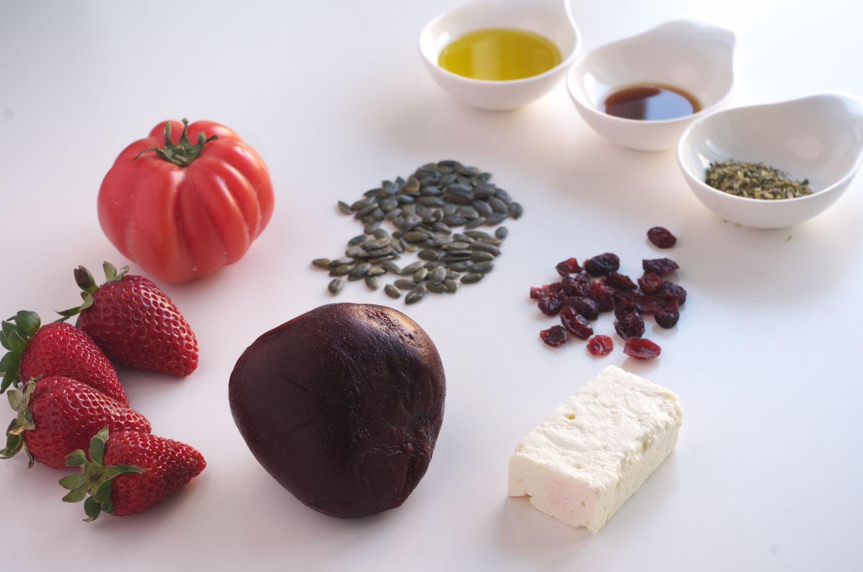 Ingredientes para RECETA de Ensalada de Remolacha, Fresas, Tomate y queso Feta
