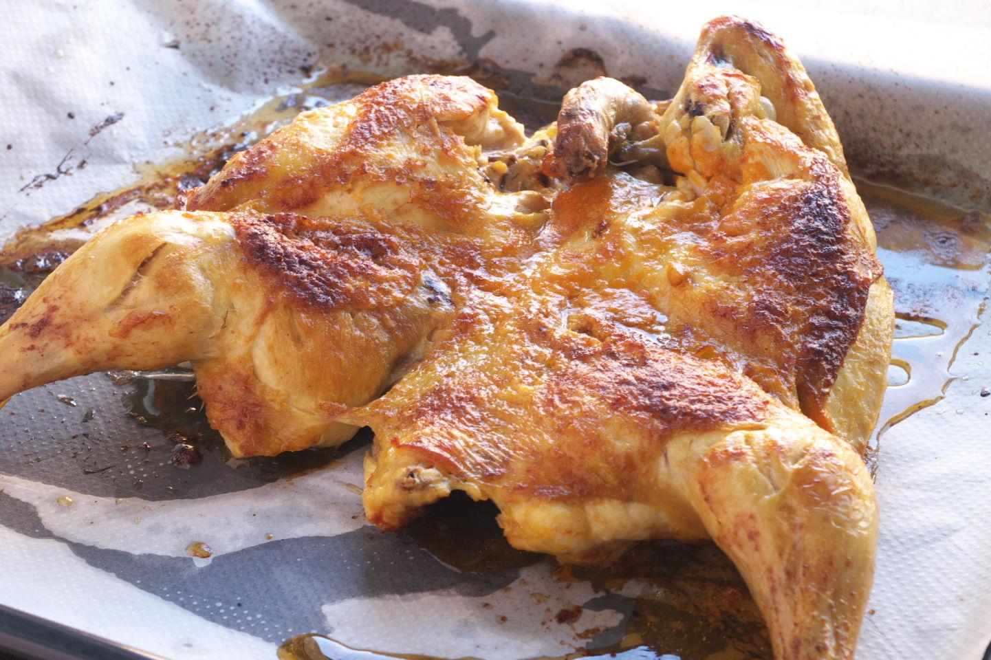 Pollo al Piri Piri recién salido del horno