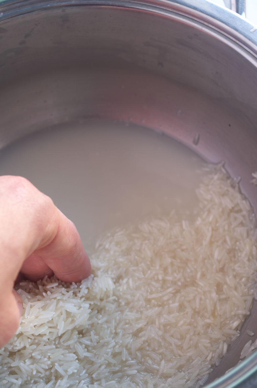 Lavando Arroz para Arroz Amarillo aromático