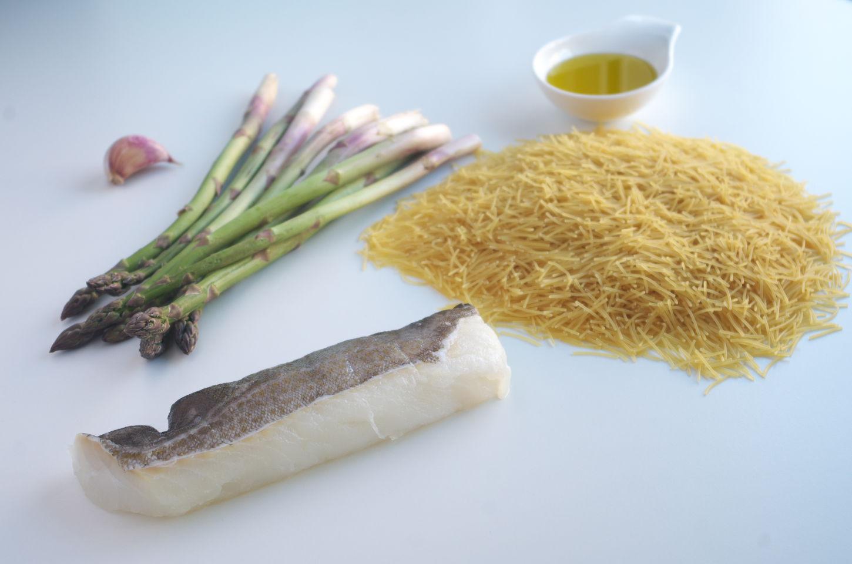 Ingredientes para Fideos con Bacalao y Espárragos Trigueros