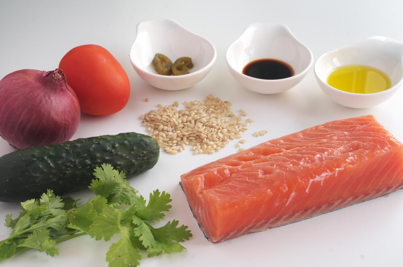 Preparando salsa de arroz integral para salmón de Nobu Matsuhisa