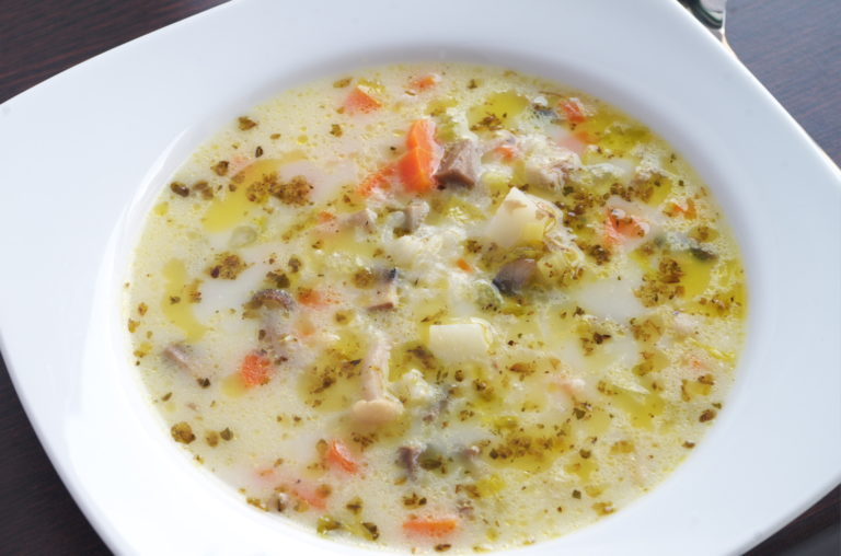 Sopa de arroz, setas y verduras